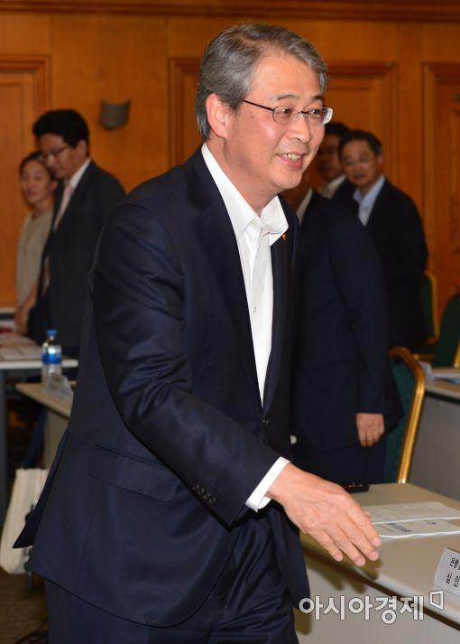 [포토]입장하는 임종룡 금융위원장