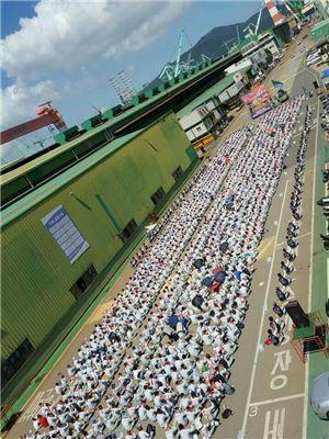 ▲삼성중공업 노협 소속 근로자들이 지난 7일 파업 집회를 열고 있다.