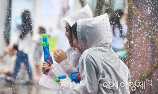 [포토]'물총 하나로 즐거운 축제'