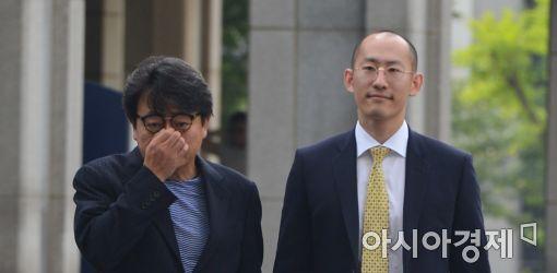 [포토]검찰 출석하는 이창하 대표
