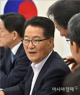 [포토]보고 받는 박지원 비대위원장