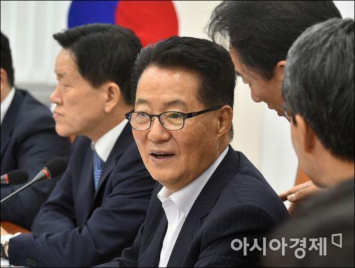 [포토]'박지원 비대위원장, 무슨 보고 받나?'