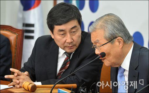 [포토]이야기하는 김종인·이종걸