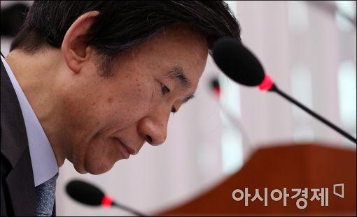 [포토]굳게 입다문 윤병세 장관