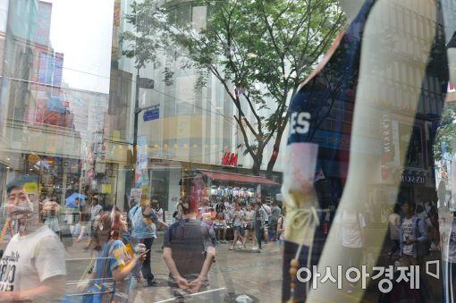 [포토]'시원한 여름 옷 구경'