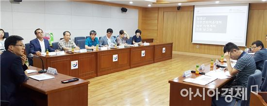 장흥군(군수 김성)은 지난 8일 군청 상황실에서 실무 관계공무원 등 19명이 참석한 가운데 기후변화적응대책 세부시행계획 수립 용역 최종보고회를 개최했다.