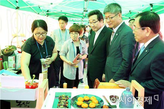 [포토]이낙연 전남지사,전남정보화농업인 전진대회 참석