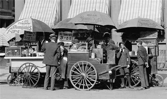 20세기초 핫도그 노점상