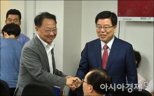 [포토]인사 나누는 유일호·김광림