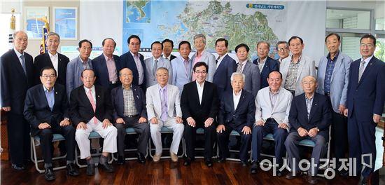 [포토]이낙연 전남지사,노인회 도연합회원 면담