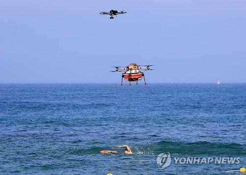 바다 위에 떠 있는 드론. 사진 제공=연합뉴스