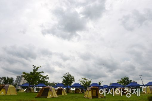 [포토]장마전선 북상…그래도 캠핑