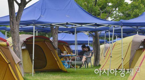 [포토]'오붓한 한강 여름 캠핑장'