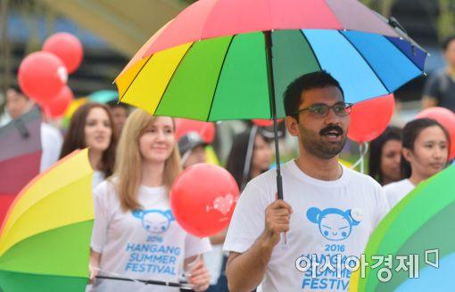 [포토]무지개 우산 퍼레이드