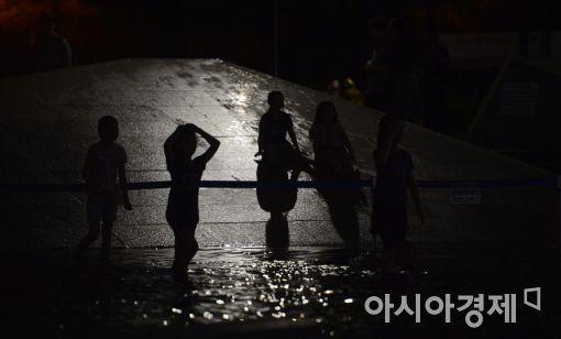[포토]밤샘 물놀이