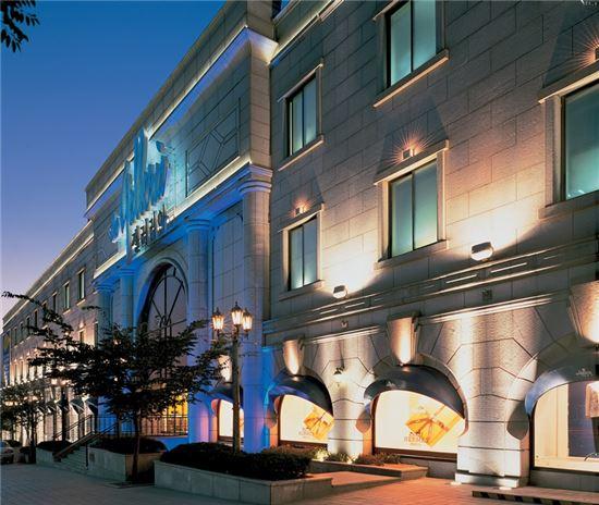 갤러리아百, 호텔서 해외명품대전…최대 80% 할인