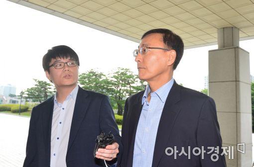 [포토]굳은표정으로 출근하는 김수남 검찰총장