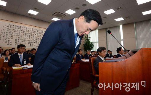 [포토]고개 숙여 사과하는 김현웅 법무부 장관