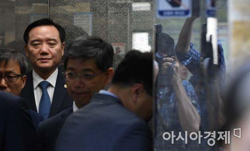 [포토]눈 감은 김현웅 법무부 장관