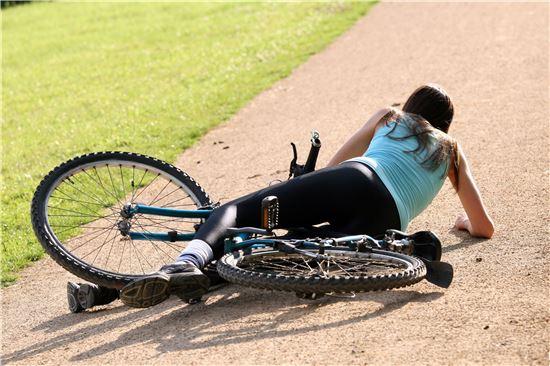 ▲자전거 사고는 열상, 골절, 뇌진탕으로 이어질 수 있다.[사진제공=양지병원]