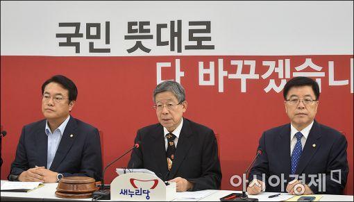 김희옥 새누리당 혁신비상대책위원장(가운데)