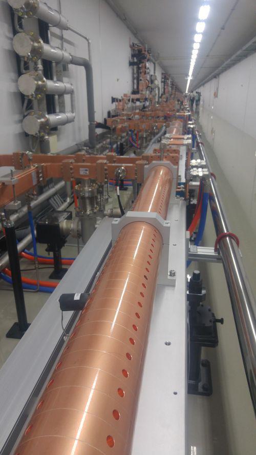 ▲포항가속기연구소에 설치돼 있는 4세대 방사광가속기. 1.1km의 직선으로 이뤄져 있다.