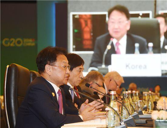 """유일호 """"중국의 비관세장벽 통한 보복 걱정된다"""""""