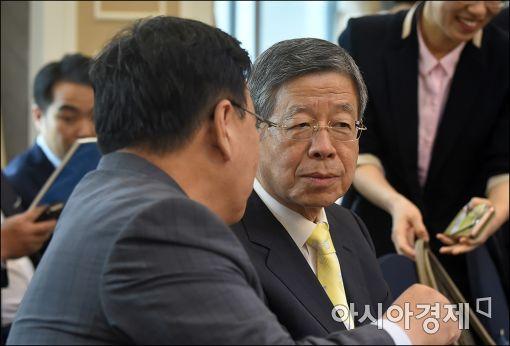 [포토]김희옥 비대위원장, 핀테크 세미나 참석