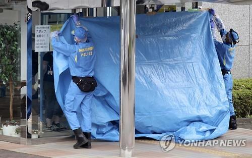 칼부림이 일어난 일본 가나가와현의 장애인 시설에서 경찰이 현장 보존 조치를 하고 있다./사진=연합뉴스