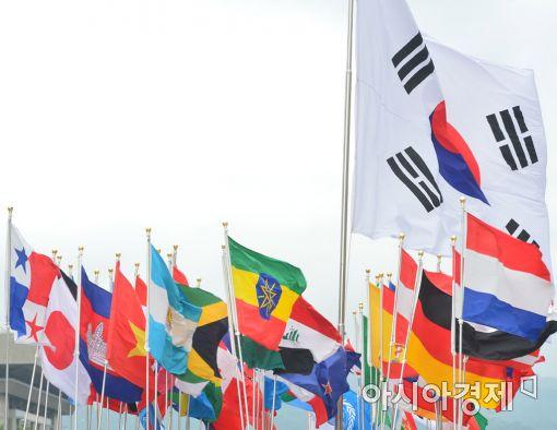 [포토]감사합니다~펄럭이는 참전국 국기