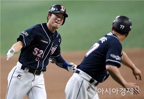 [포토]김재호, '시즌 4호 홈런 신고합니다'