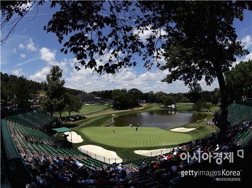 올 시즌 마지막 메이저 PGA챔피언십의 격전지 발터스롤골프장 4번홀.