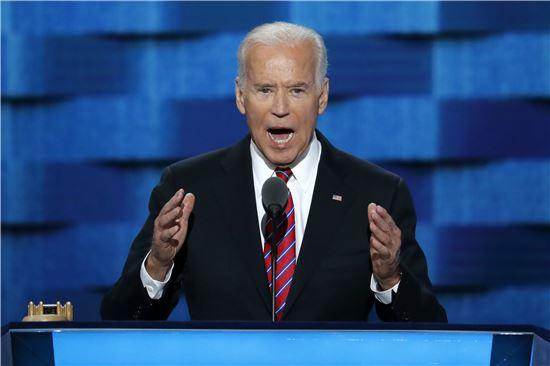 조 바이든 미국 부통령이 27일(현지시간) 민주당 전당대회에서 연설하고 있다.(AP=연합뉴스)