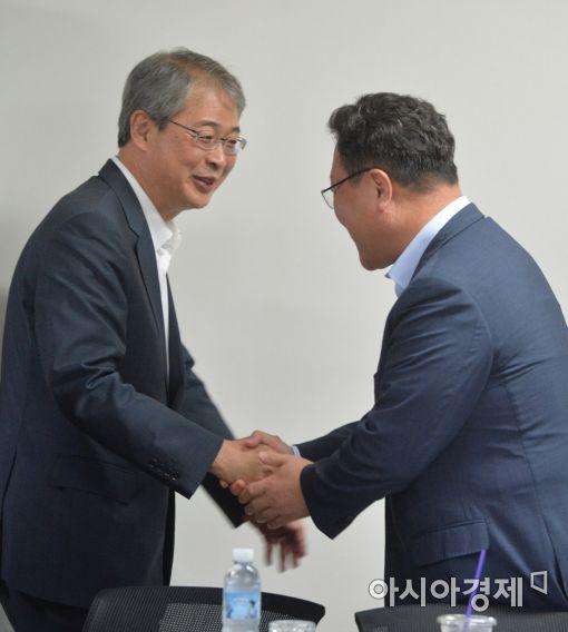 [포토]크라우드펀딩 간담회 찾은 금융위원장