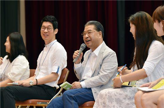 이재정 경기도교육감이 1급 정교사 자격연수에 참석해 예비교사들과 허심탄회하게 이야기하고 있다.
