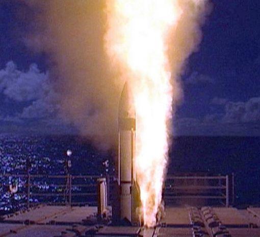 미해군 함정에서 발사되고 있는 SM-3 블록 IIIA