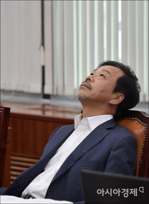 [포토]피곤한 이완영 의원