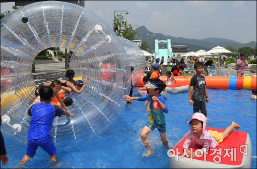 [포토]도심에서 즐기는 물놀이