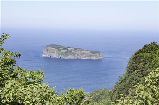 석포 내수전 숲길, 성인봉과 함께 울릉도민들이 손꼽아 추천하는 섬 속의 섬은 죽도다.