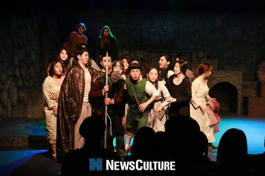 ▲ '2016 H-스타 페스티벌'이 오는 17일부터 28일까지 대학로 일대에서 열린다. 사진은 한국예술원이 선보이는 뮤지컬 '맨 오브 라만차' 공연 장면.(뉴스컬처)   © 사진=H-스타 페스티벌