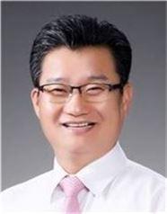 김동권 운영위원장