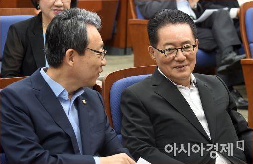 """박지원 """"民心 거스르는 정부 성공 못해…禹 해임해야"""""""