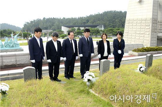 광산구의회 후반기 의장단은 지난 18일부터 19일 이틀간 국립 5.18민주묘지 참배와 지역 내 유관기관 10개소를 방문해 다양한 의견을 나눴다.