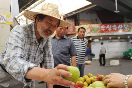 ▲지난 19일 충북 청주의 육거리시장을 둘러보고 있는 김무성 새누리당 전 대표. 페이스북 캡처