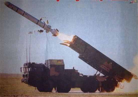 TEL에서 발사되고 있는 중국의 순항미사일 DH-10