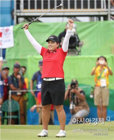 박인비가 리우올림픽 여자골프 우승을 확정짓는 순간 환호하고 있다. 리우데자네이루(브라질)=Getty images/멀티비츠