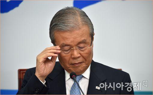 """김종인 """"朴대통령에 놀아난 정치권…촛불민심 국회로 향할 것"""""""