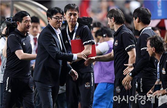 [포토]3-1 승리를 자축하는 FC서울 벤치