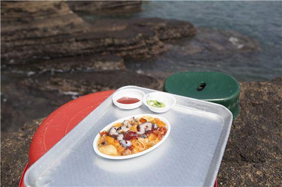 나그네들의 주린 배와 숭숭 뚫린 구멍을 보드랍게 쓰다듬어 준 섬의 해산물.