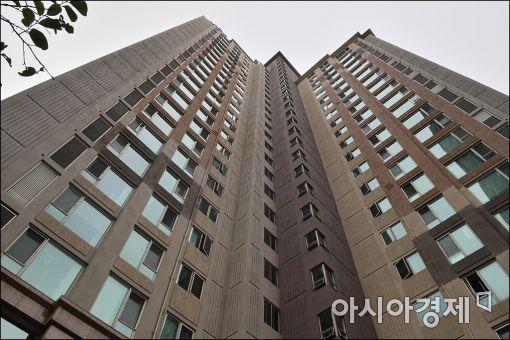 [포토]이인원 롯데그룹 부회장 자택